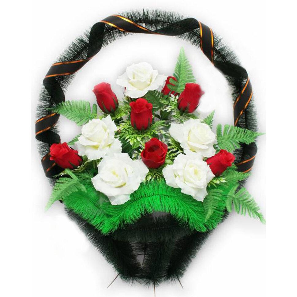 Корзина ритуальная с бутонами и розами в Томске