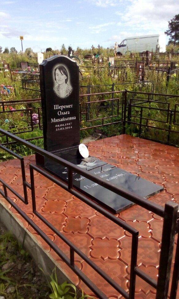 Памятник №11 (черный гранит) в Томске