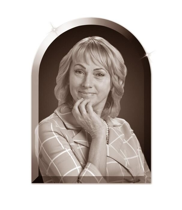 Портрет в форме арки на стекле №162