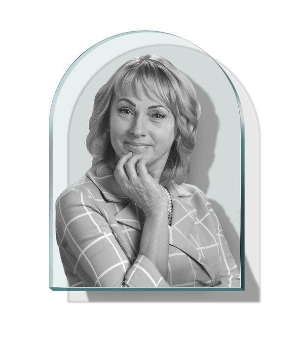Портрет в форме арки на стекле №165