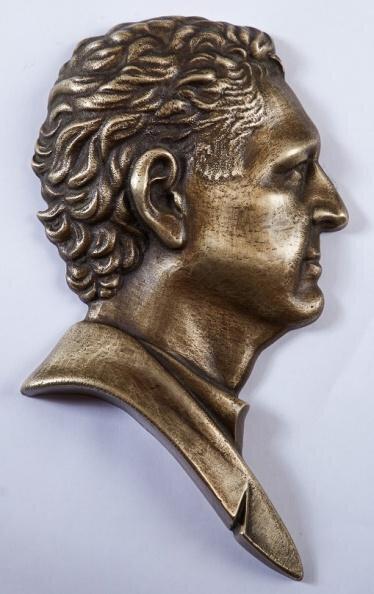 Портрет-барельеф из бронзы